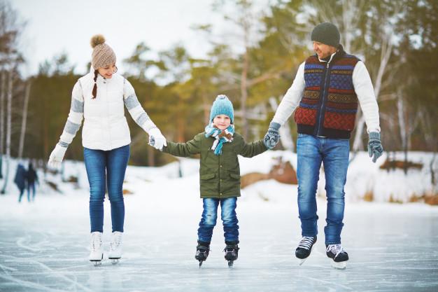 joyful-family-skaters_1098-15360